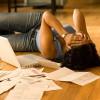 """Un """"condono"""" dei debiti per le famiglie in difficoltà."""