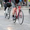 """Parigi premia chi va al lavoro in bici: """"25 centesimi a chilometro"""""""
